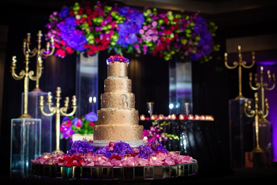 The 10 Hottest Summer Wedding Cake Trends!